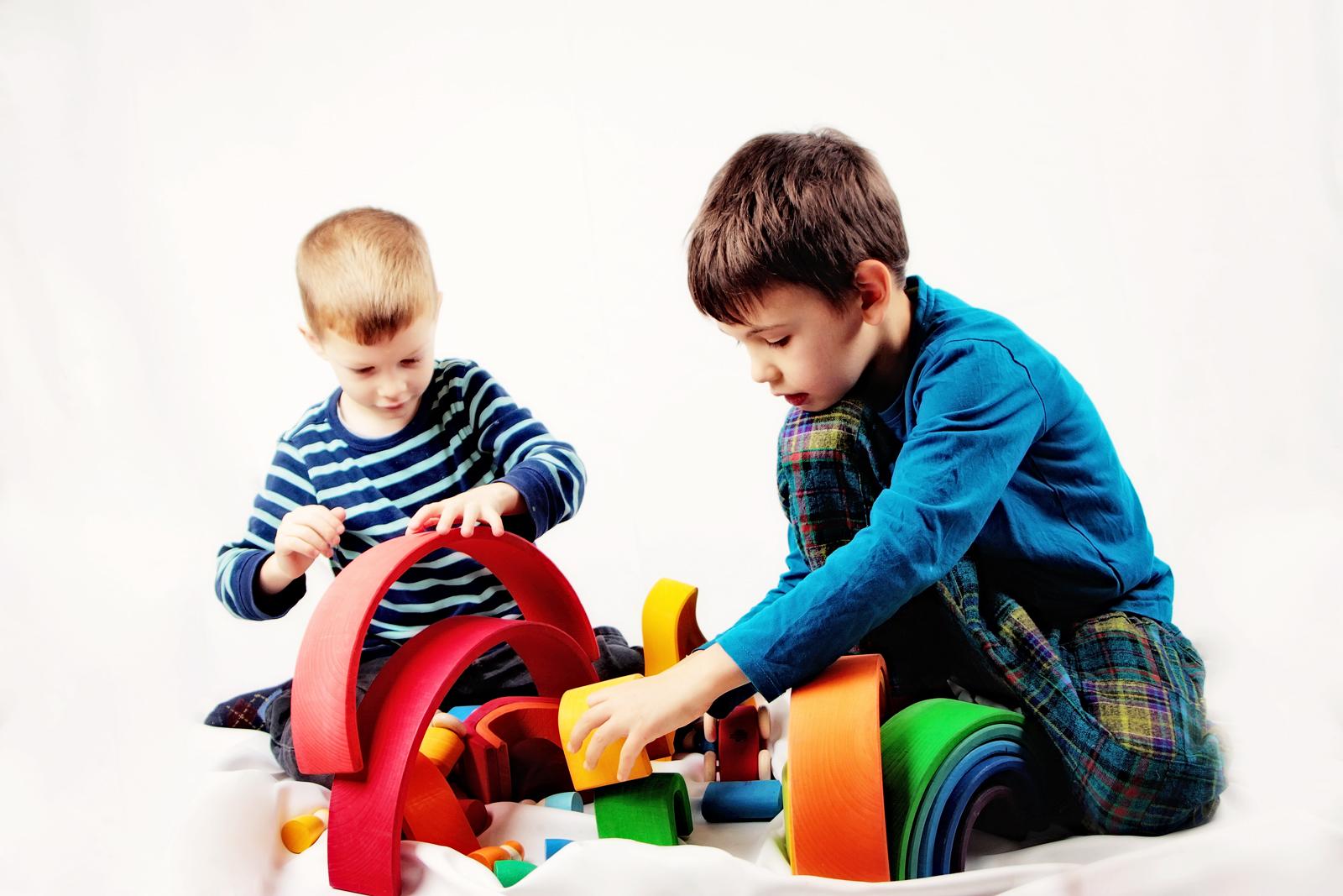 poza 1 - copiii si curcubeul
